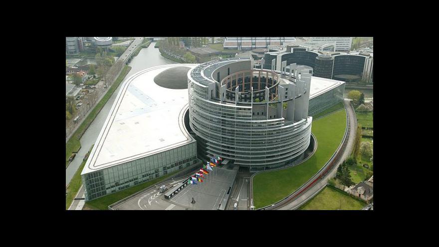 Video Zeman promluví ve Štrasburku. Co čekají europoslanci?