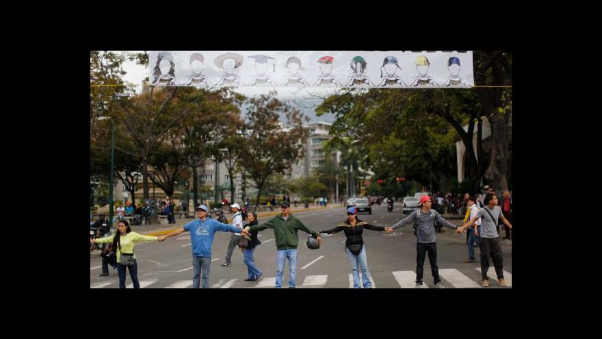 Video Nepokoje ve Venezuele: V Caracasu vyrostly barikády