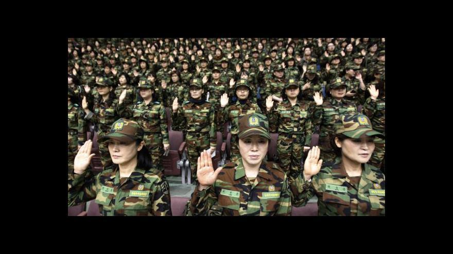Video Zpravodaj ČT v Číně: Atmosféra kolem manévrů je mnohem klidnější než loni