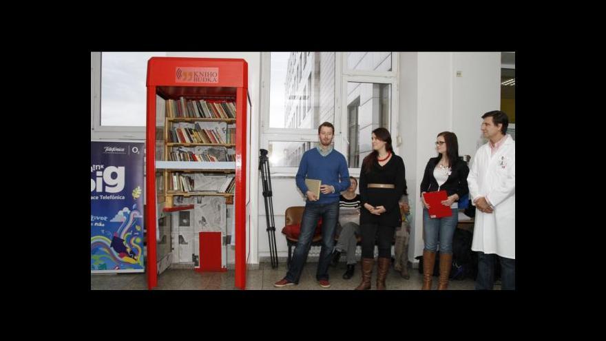 Video Ze starých telebudek se stávají veřejné knihovny