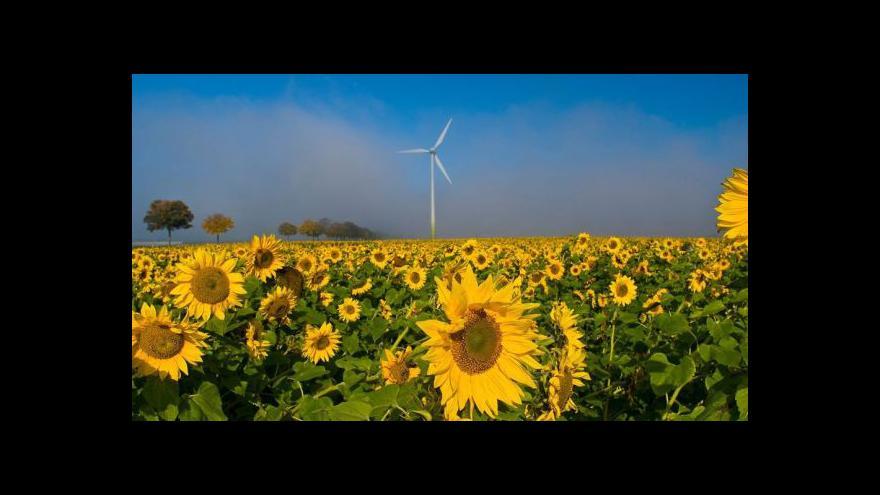 Video Lidé z jihu Moravy bojují proti rakouským větrným elektrárnám