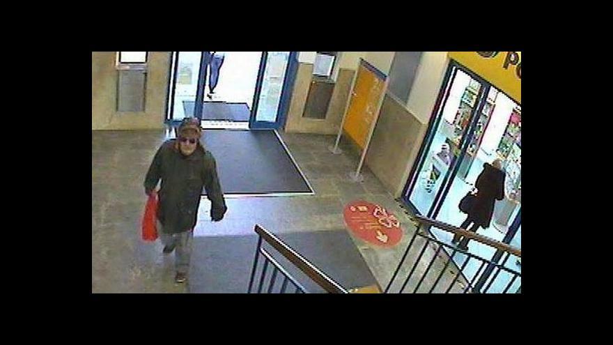 Video Záběry z pošty v době podávání výbušného balíčku