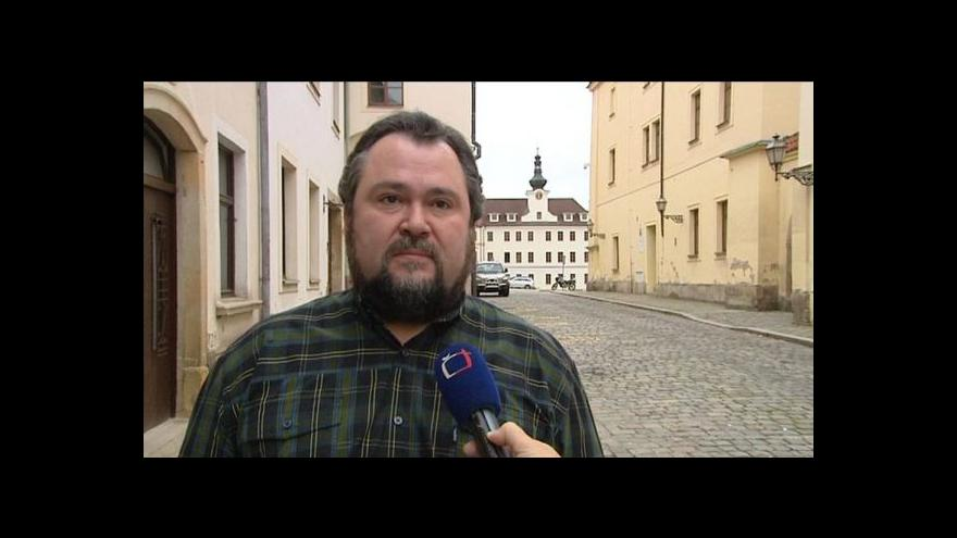 Video Za smlouvu na opravu hradeckého stadionu byl obžalován exnáměstek Malíř