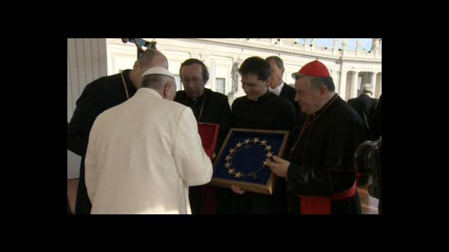Video Papež požehnal korunky k Palladiu