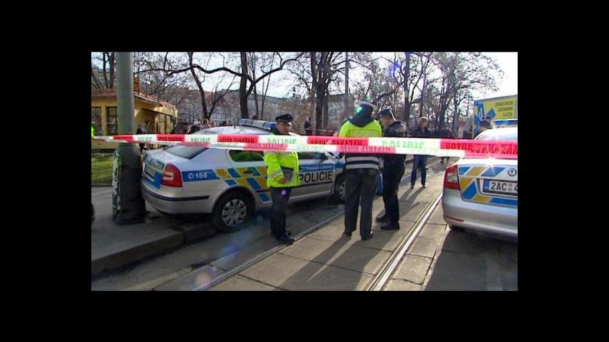 Video 12 .2. 2014, 13:15 -Řidič do policejního auta najel v plné rychlosti