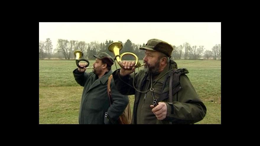 Video Myslivci loví upravenými armádními samopaly