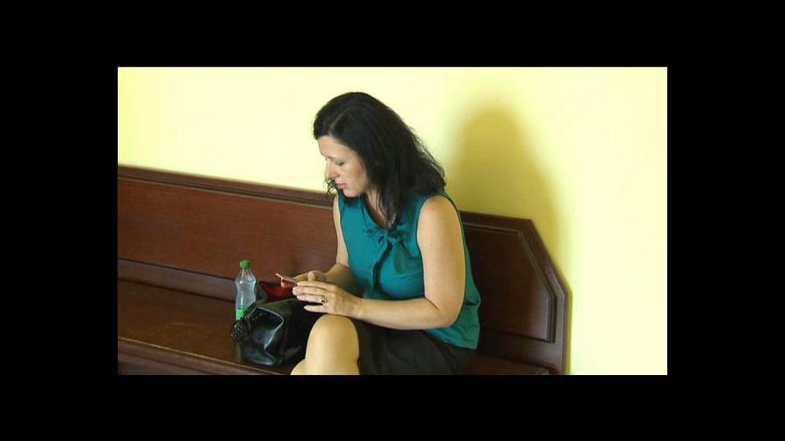 Video Ministryně žaluje ministerstvo