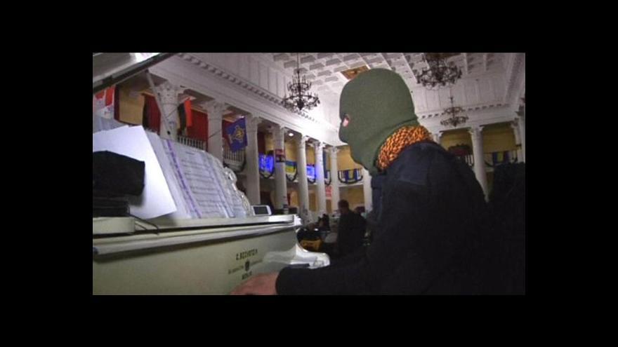 Video Na Majdanu hraje Pianista Extremista