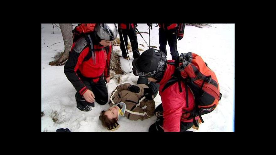 Video Za zranění může hlavně nekvalitní sníh a málo sjezdovek