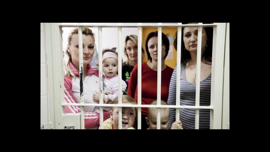 Video Projekt S mámou v base umožní dětem vyrůstat s trestanými matkami