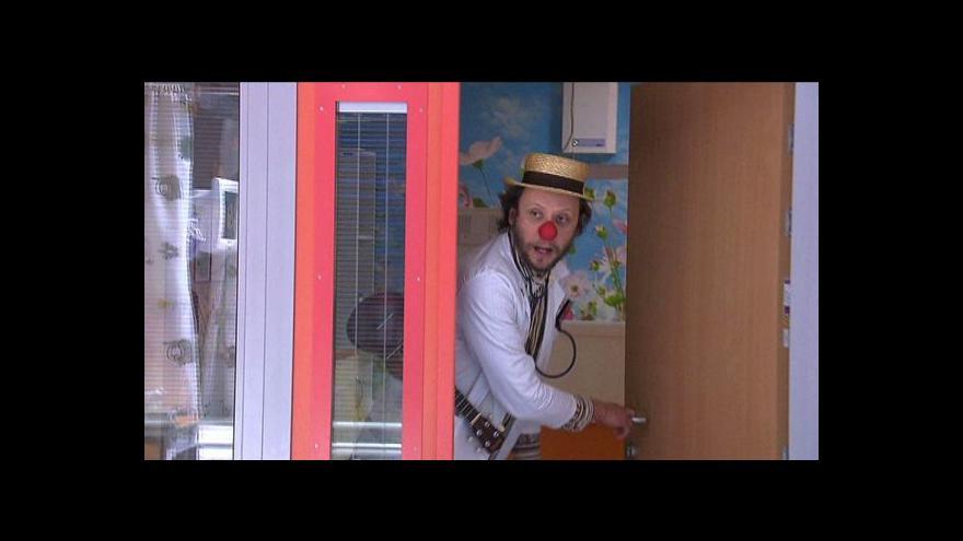 Video Klauni pomáhají i na nemocničních sálech