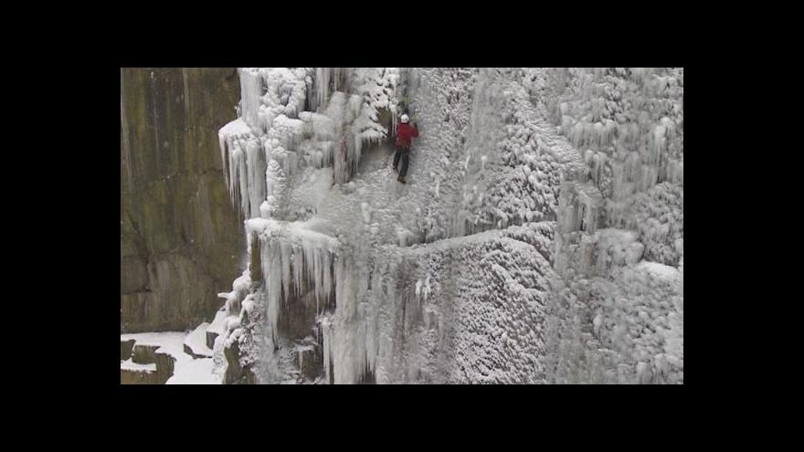Video V Česku vzniká největší ledová stěna ve střední Evropě