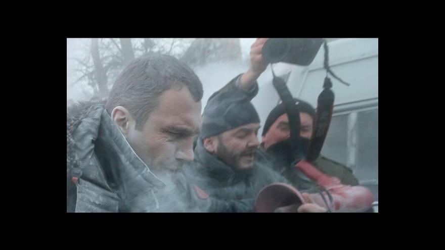 Video Radikální demonstranti napadli v Kyjevě i Vitalije Klička