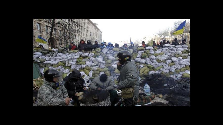 Video Radikálové se pod hrozbou výjimečného stavu stáhli z ministerstva