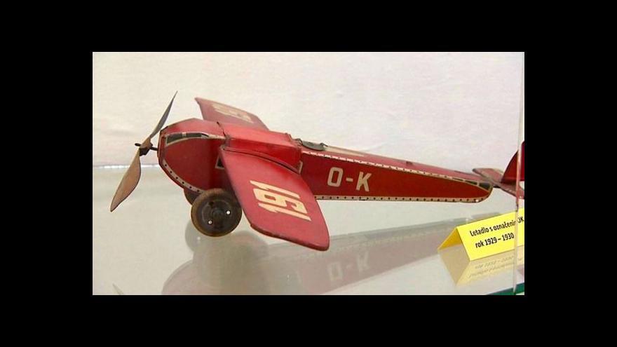 Video Staré hračky dýchají atmosférou 30. a 40. let