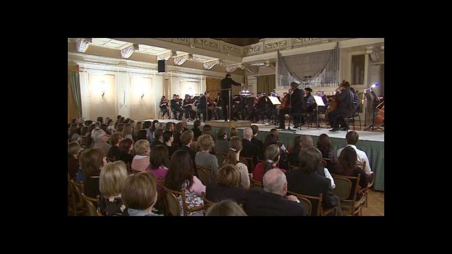 Video NO COMMENT: Filharmonici hráli těhotným ženám