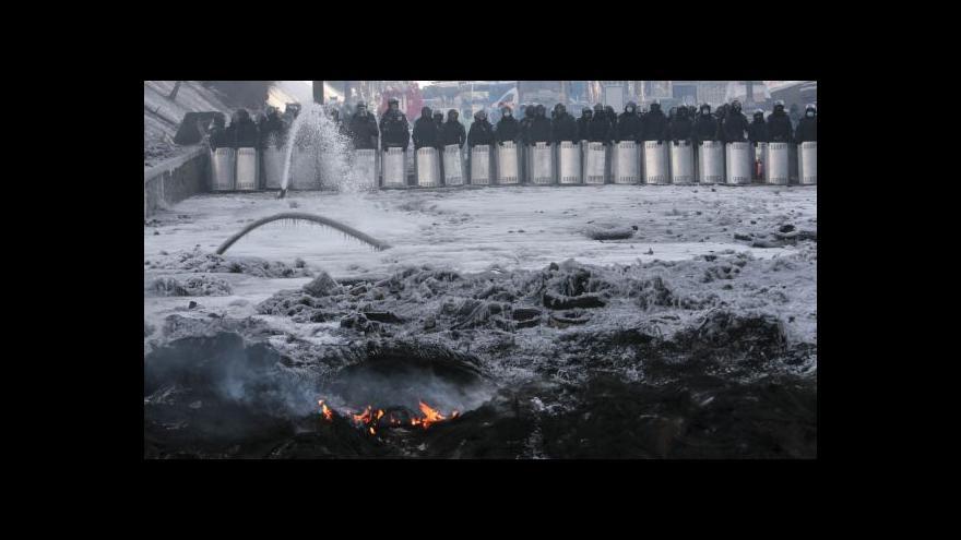 Video Obyvatelé Lvova posílají do Kyjeva teplé oblečení i dobrovolníky