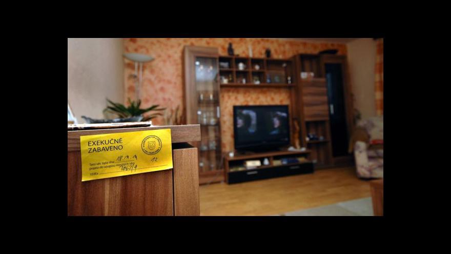 Video Události: Exekutorská komora si stěžuje na falešné exekutory