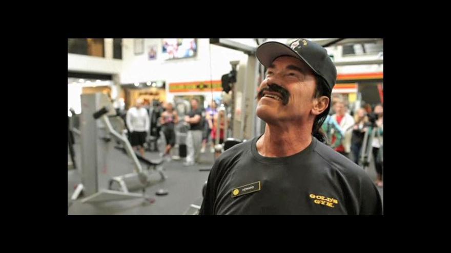 Video Nová Schwarzeneggerova role: Instruktor v posilovně