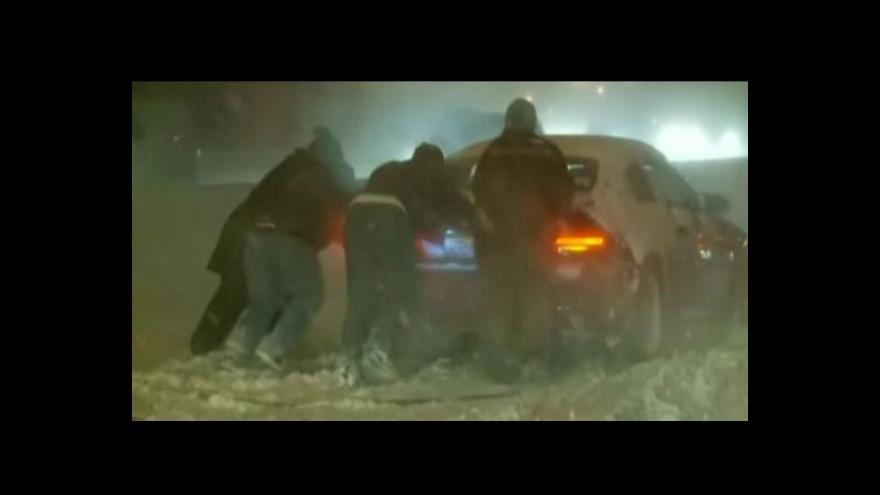 Video Bez komentáře - Spojené státy ochromila další vlna tuhých mrazů a sněhu