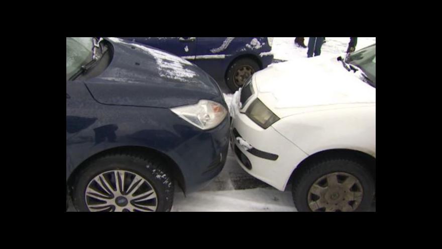 Video Bez komentáře - V Ústí nad Labem se srazilo sedm aut