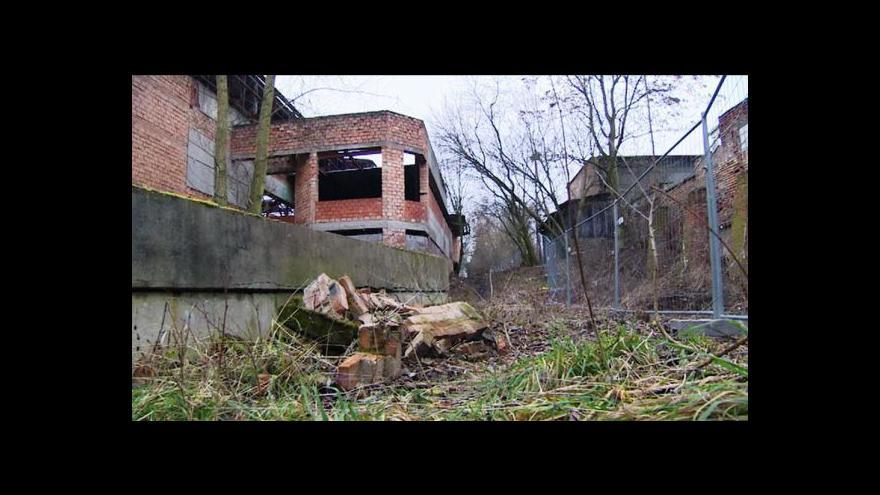 Video Demolice nedostavěné pardubické haly začala