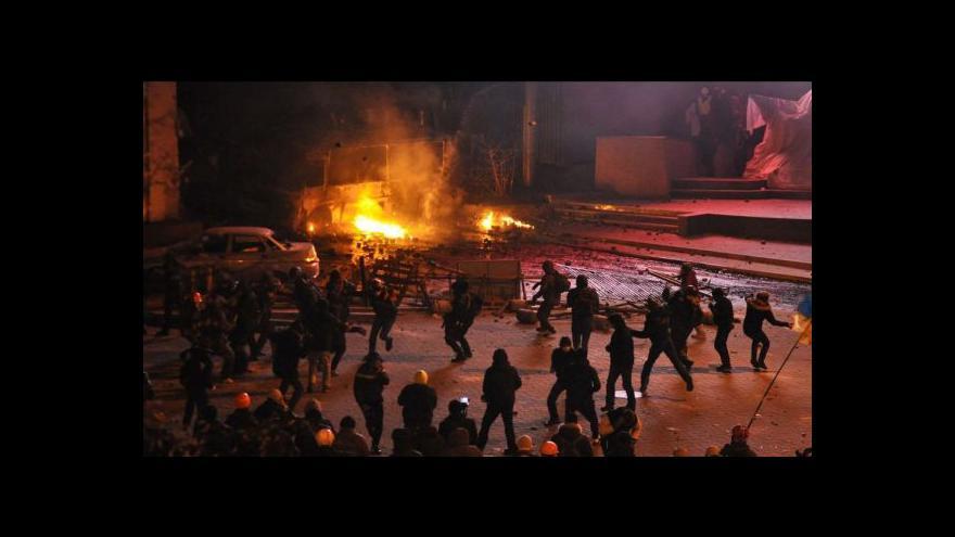 Video Poklidné demonstrace v Kyjevě naplno ovládli radikálové