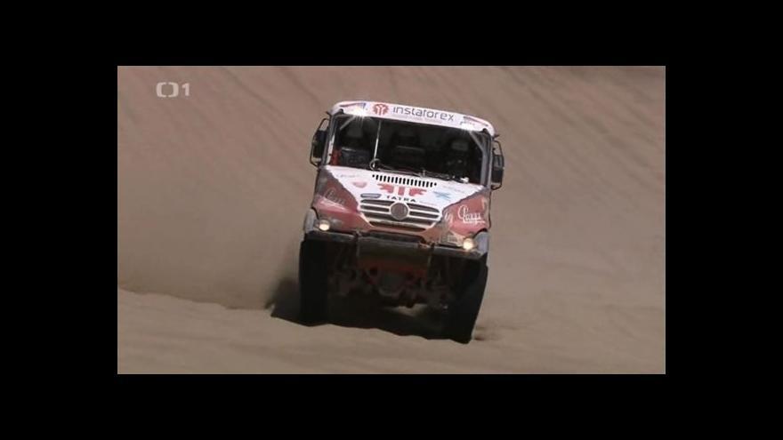 Video Loprais v cíli Dakaru doufal, že za rok bude ještě výš