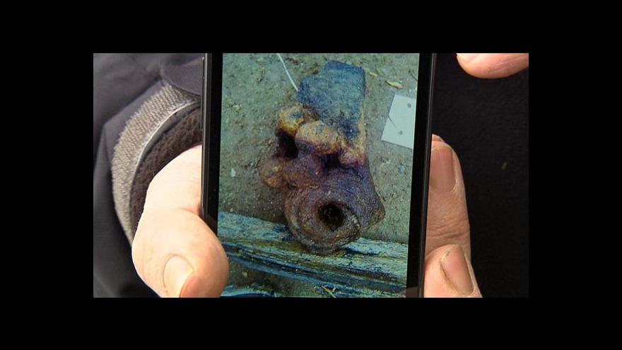Video Potápěči možná našli originální kus sochy z Karlova mostu