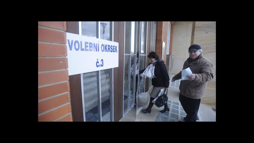 Video Volební dění v Otrokovicích - do místnosti za půl dne dorazilo 50 lidí