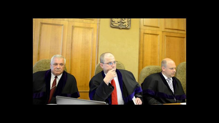 Video Soudce Pacovský je pro Ratha trnem v oku