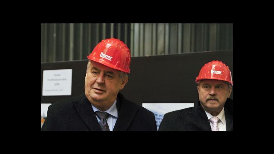Video Miloš Zeman debatoval se studenty v Ostrově