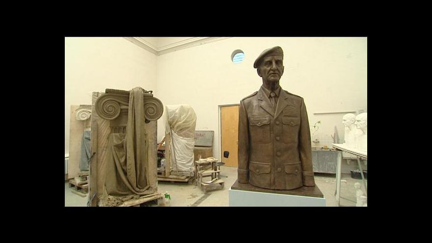 Video Sbírka vojáků na bustu veterána Sedláčka