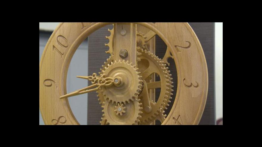 Video Dřevěné hodiny