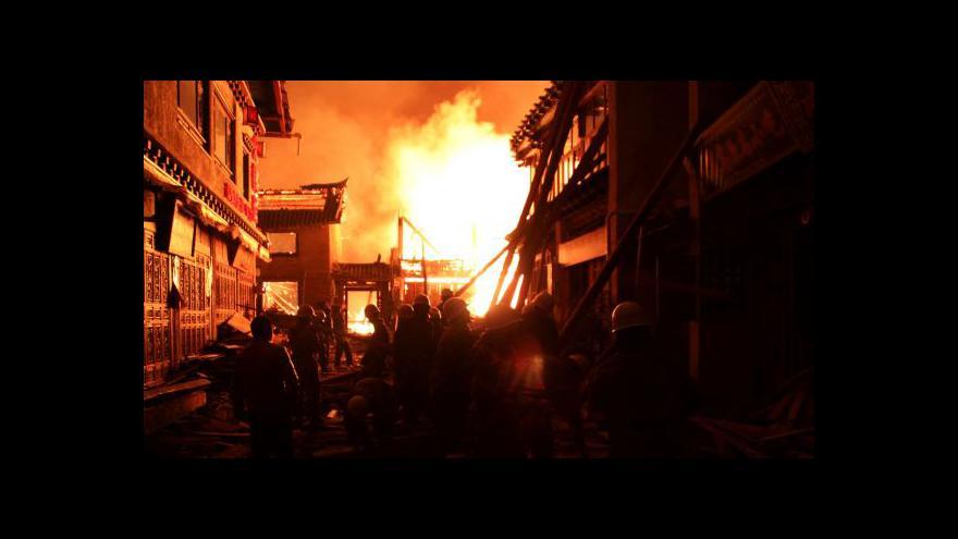 Video NO COMMENT: Požár zasáhl historické centrum Tu-kche-cungu