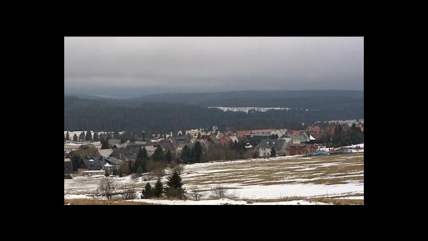Video Nedostatek sněhu vyhání české lyžaře z republiky