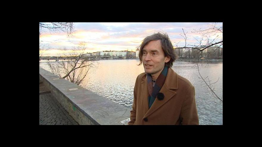 Video Řeka Jana Híska plyne Špálovou galerií