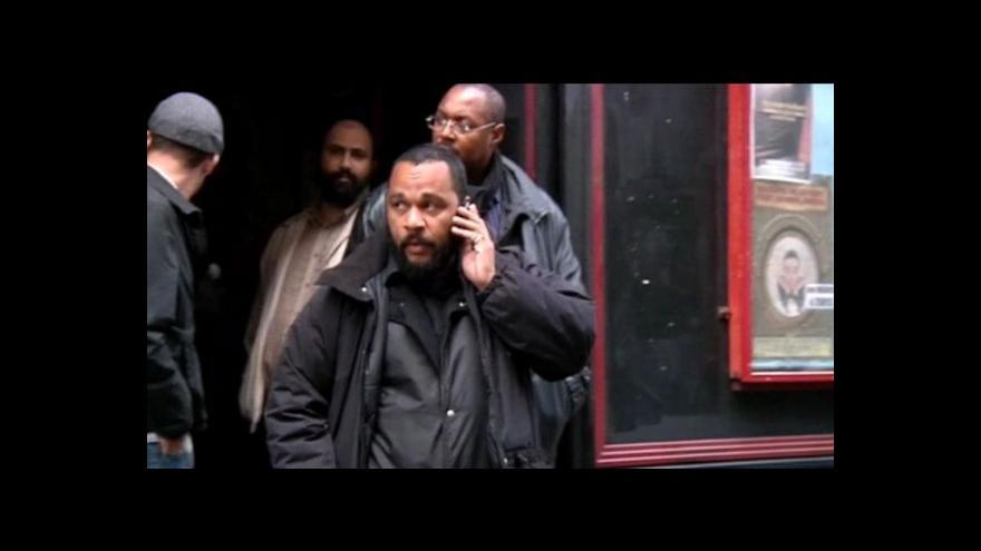 Video Francouzská justice zakázala vystoupení kontroverzního komika