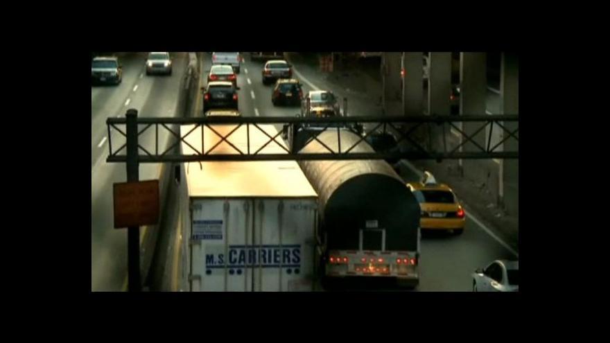 Video Guvernér New Jersey má na krku skandál s dopravní zácpou