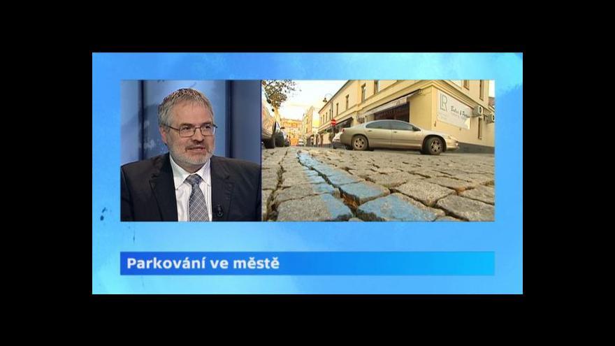 Video Lucie Pelanová a Dan Jiránek k parkování ve městech