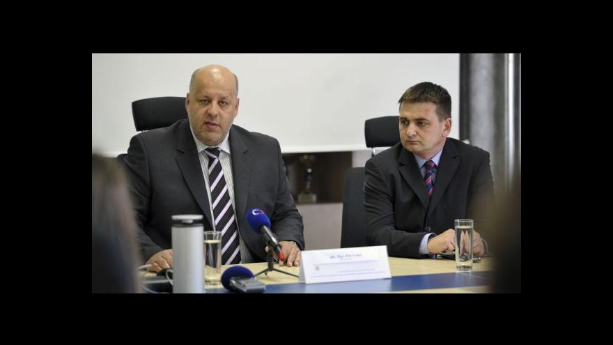 Video Červíček končí, jediným policejním prezidentem je Lessy