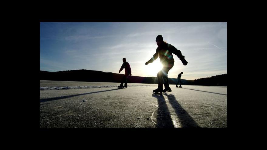 Video Bruslení na Lipně není kvůli slabému ledu nyní bezpečné