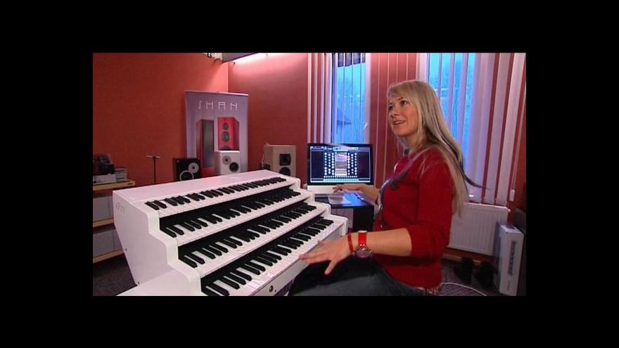Video Kateřina Chroboková hraje i na mobilní varhany