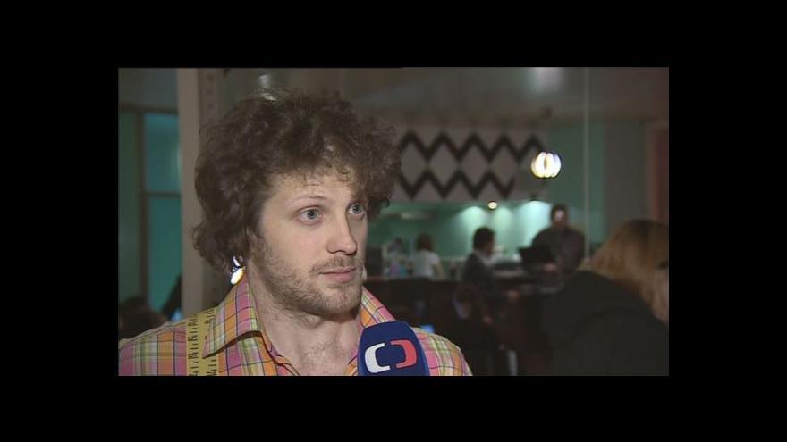 Video Matěj Hollan s dětmi protestoval proti hernám