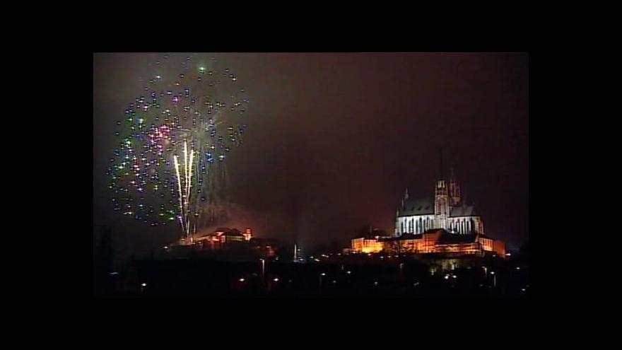Video Novoroční ohňostroje lákají na golema i hudební velikány