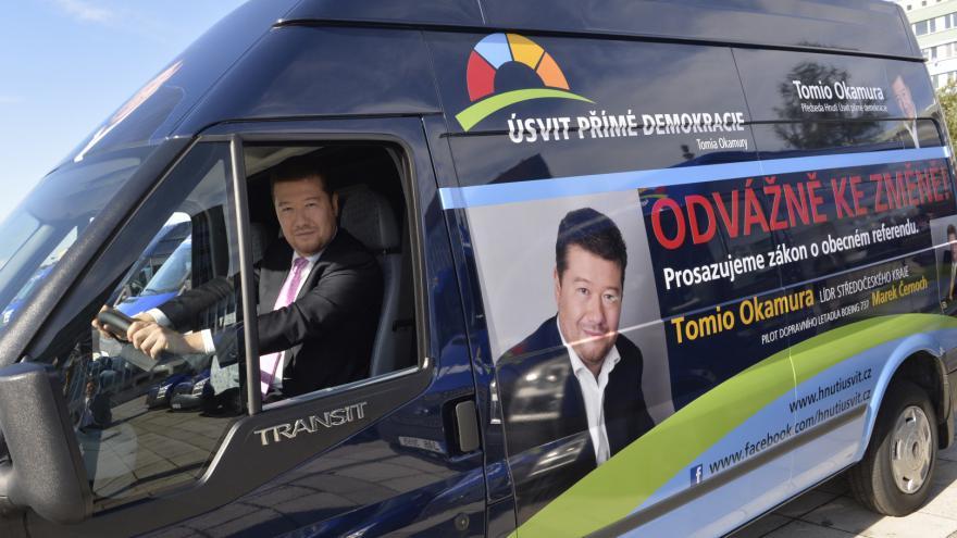 Video Reportéři ČT: 46 milionů z účtu Úsvitu měl podle smlouvy dostat Okamura