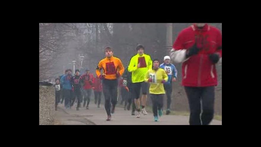 Video Běžci po pětadvacáté vyrazili na běh Hrabovou