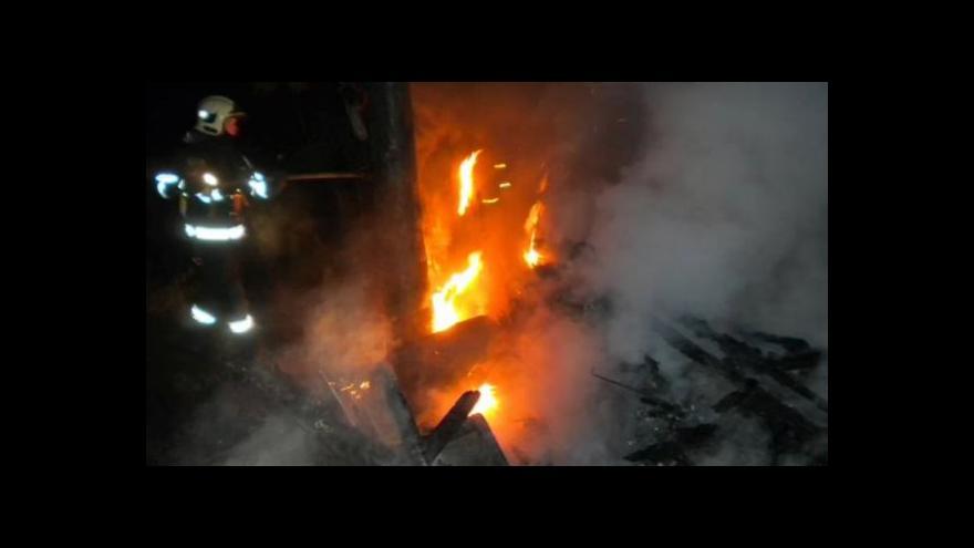Video NO COMMENT: Tragický požár chatky (foto hasičů a záběry ČT)