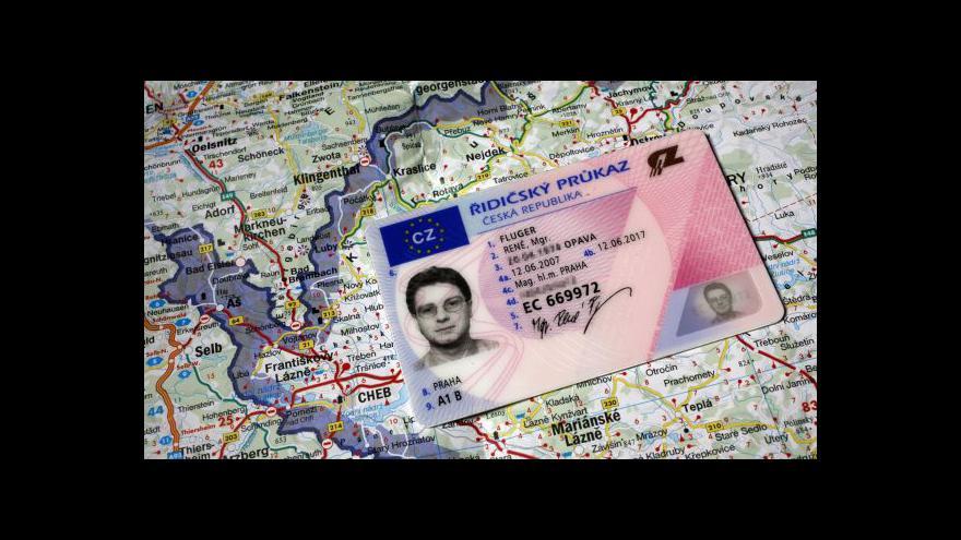 Video Události ČT o vydávání dokladů