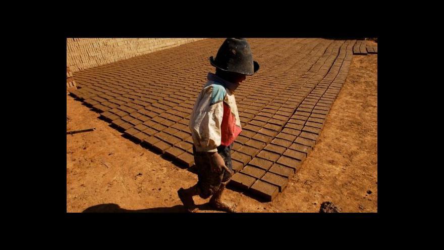 Video Bolivijské děti půjdou možná do práce dřív